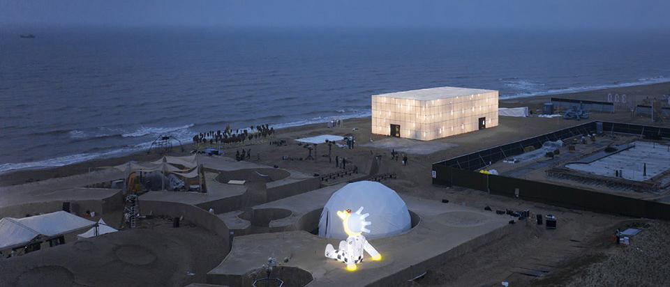 """""""候鸟300""""海滩临时美术馆 扑面而来的原始感和永恒感"""